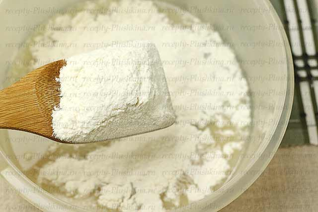 готовим дрожжевое тесто для булочек