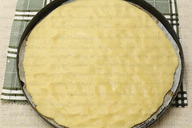 раскатываем тесто для печенья