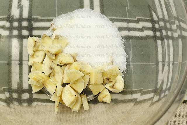 бананы и сахар для оладьев