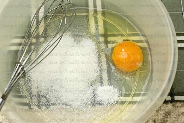 яйца, соль, сахар для блинов из кефира