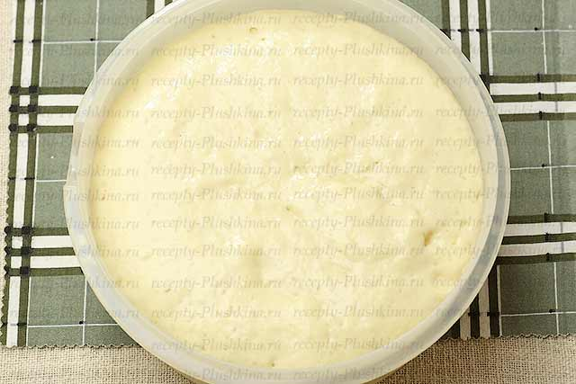 подошедшее тесто для дрожжевых оладьев