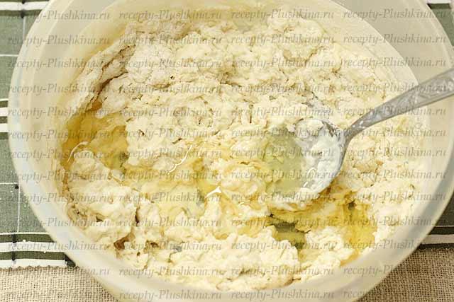 месим тесто для осетинских пирогов