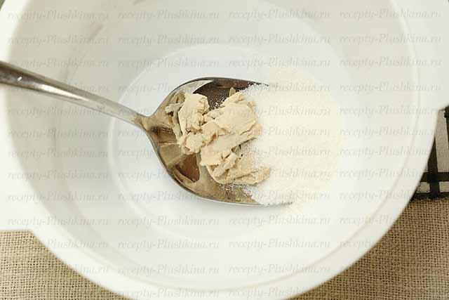 дрожжи и сахар для опары