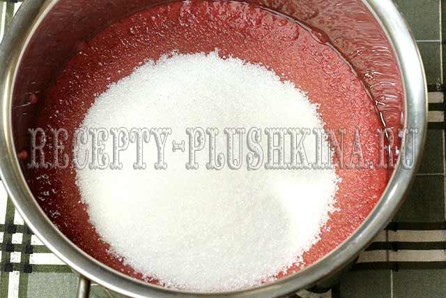 клубничное пюре с сахаром