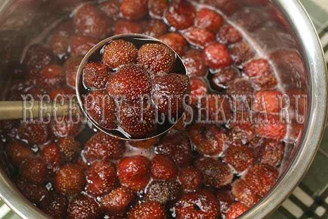 варенье из клубники пятиминутка с целыми ягодами