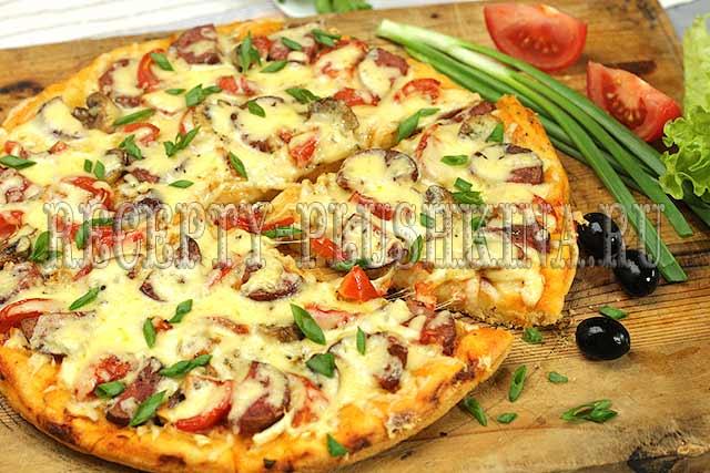 пицца с колбасой и сыром рецепт с фото
