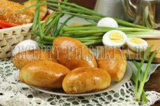 Пирожки с яйцом и зеленым луком в духовке