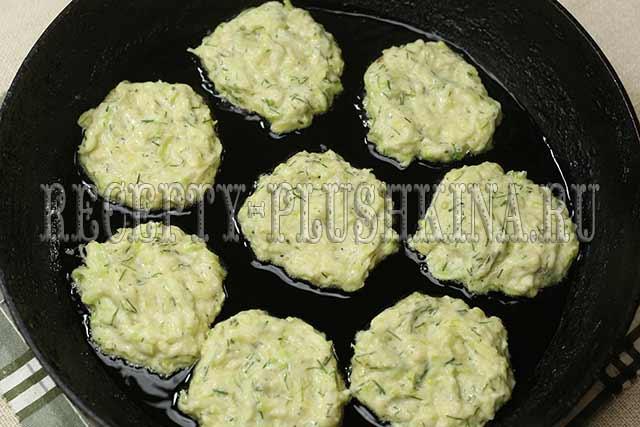 пышные кабачковые оладьи на сковороде