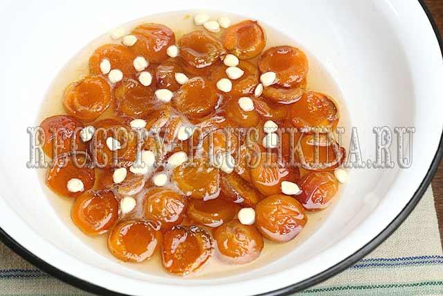 варенье с абрикос дольками с косточками