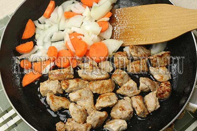приготовление мяса с картошкой в горшочках