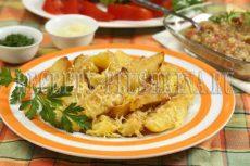 Картошка запеченная с майонезом, чесноком и сыром
