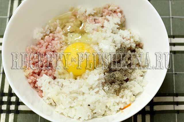 тефтели с рисом и подливкой в духовке