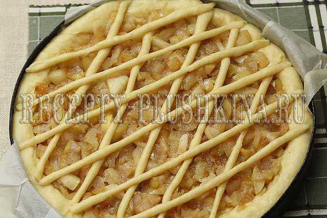дрожжевой пирог с начинкой из яблок