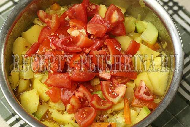 овощное рагу с кабачками, картошкой, капустой и помидорами