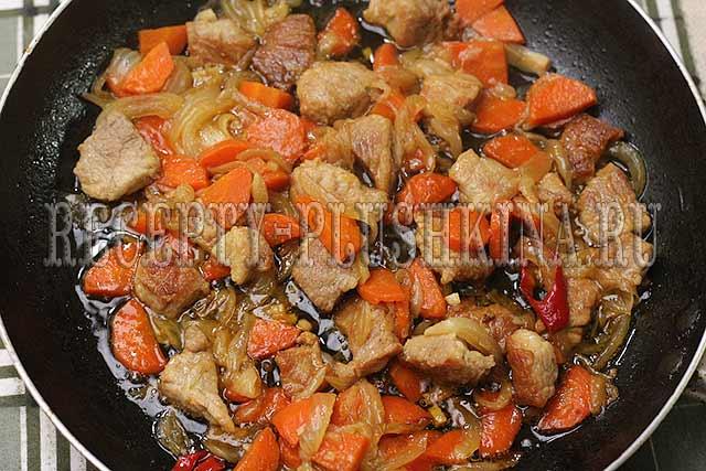 овощи со свининой на сковороде