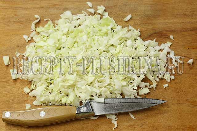нарезали мелко капусту