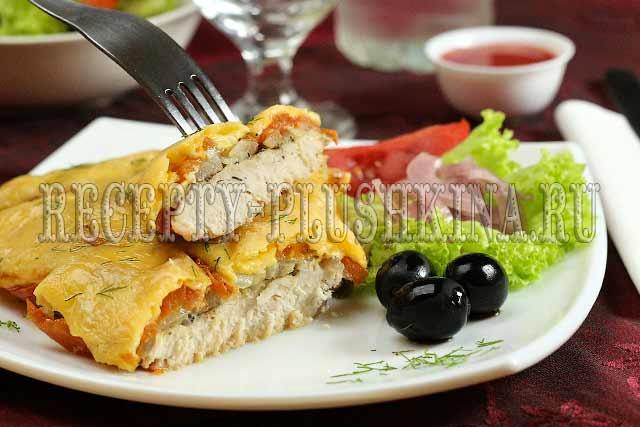 куриное филе в духовке с помидорами и сыром