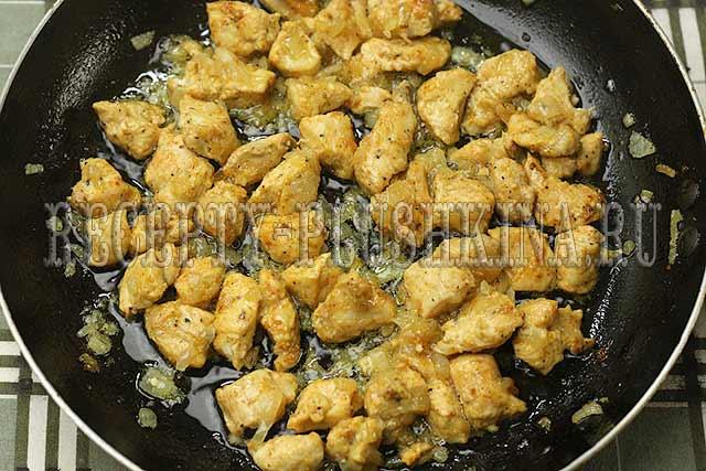 куриное филе тушеное в сметанном соусе
