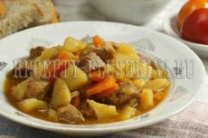 Тушеная картошка с мясом в кастрюле