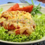 мясо по-французски в духовке с помидором и сыром