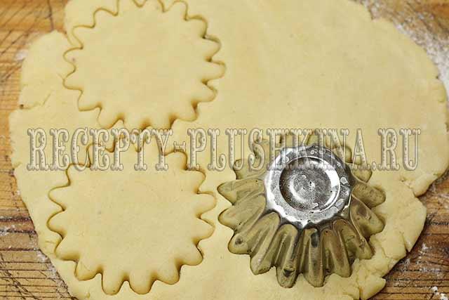 как испечь песочные кольца с арахисом