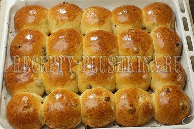 сдобные булочки с изюмом в духовке