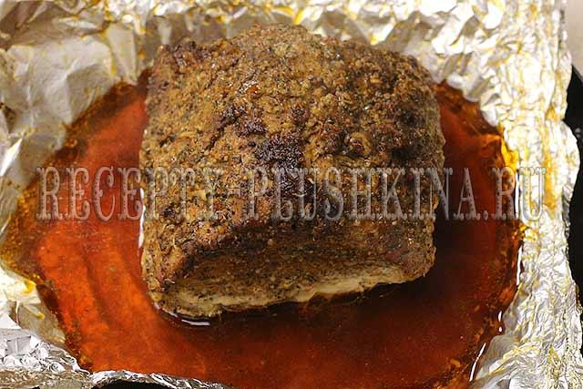 при какой температуре запекать свинину в духовке