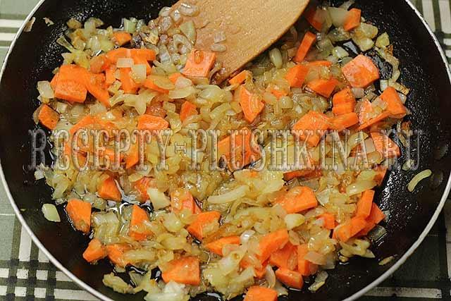 обжарили лук с морковью