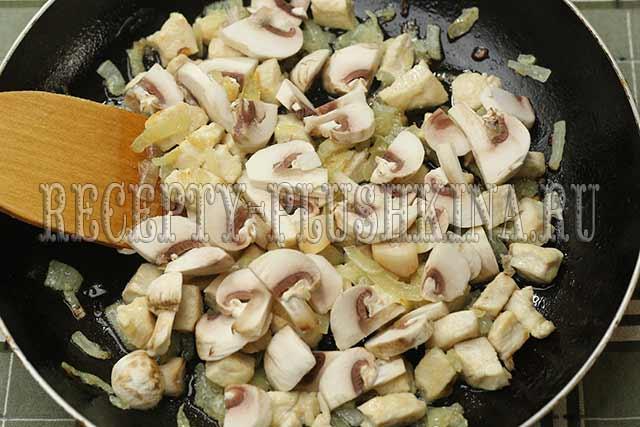 курица с грибами в сметане