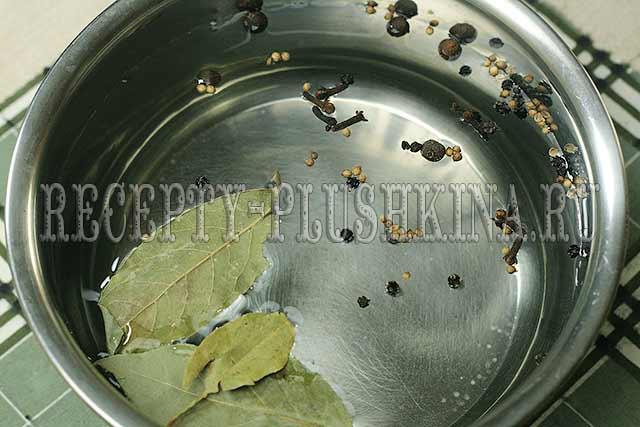 готовим пряный рассол для селедки