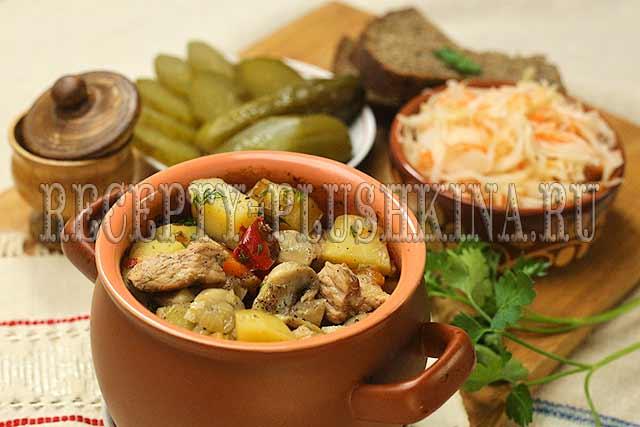 горшочки с картошкой, мясом и грибами