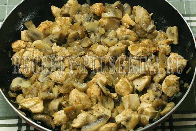 как приготовить сливочный соус с курицей и грибами