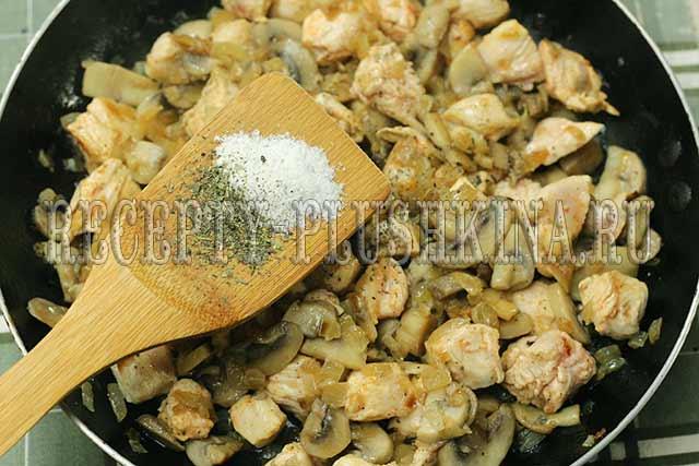 курица, грибы, лук для сливочного соуса