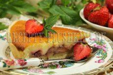 Пирог с клубникой со сметанной заливкой