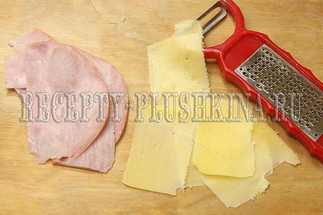нарезали ломтиками ветчину, сыр