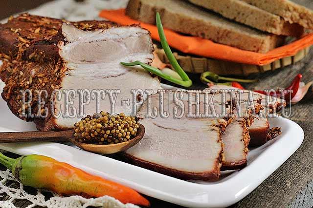 вкусная свиная грудинка в луковой шелухе