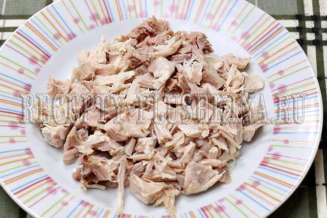 нарезали куриное мясо