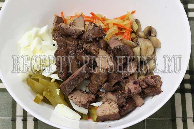 рецепт салата из куриной печени и соленых огурцов