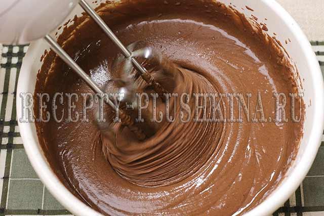 взбиваем шоколадное тесто