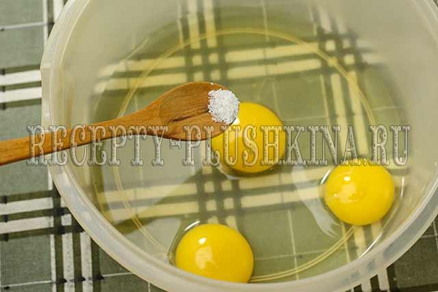 яйца смешали с солью