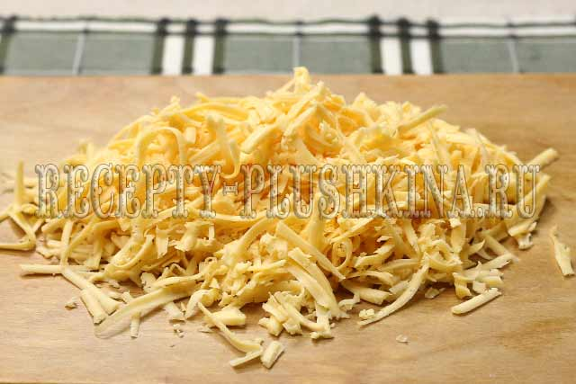 измельчили через терку сыр