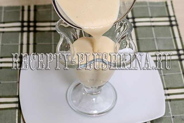 десерт из ряженки с желатином, сметаной и бананом