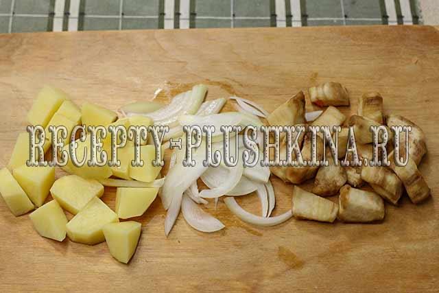 нарезали картошку, лук, баклажаны