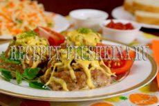 Гнезда из фарша с яйцом и сыром в духовке