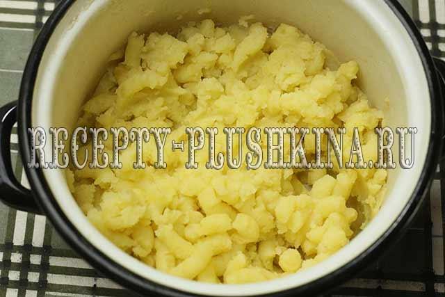 разминаем картофель в пюре